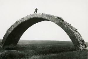 Penampakan Raksasa, Jembatan-Roma