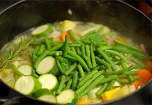 5 Fakta Berbahaya dari Makanan Enak, Sayuran